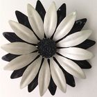 Pin_black_and_white_flower