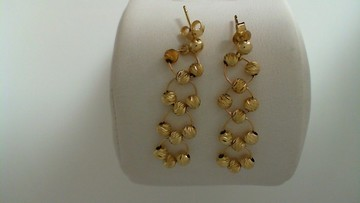 Dangle_earrings