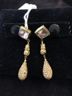 Gold_earrings